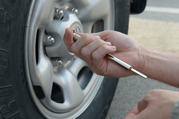 Tyre Reviews - Maintain Optimum Tyre Pressure
