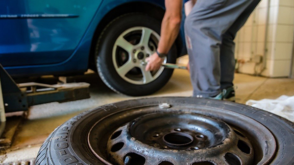 Know the Different Types of Car Tyres